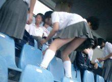 高校野球中止でもしかしたらもう見られない!?母校を応援している女子高生のちょっとエッチなハプニング画像