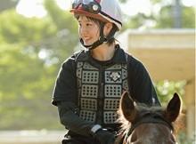 【必見】かわいすぎる騎手候補生(17)の乗馬スタイルwwwww