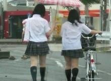 【街撮り画像】透けブラや透けパンしている制服女子校生を盗撮した夏季限定のエロ画像www