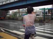 抜き過ぎ注意!突然の土砂降りで透けっ透け!全裸よりエロい夕立のエロ画像wwww