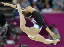 新体操のレオタードってエロいよなぁwwwエロ目線以外で見られない新体操のキャプ画像