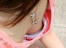 【乳首あり】貧乳女子が見栄をはって大きめのブラジャーを買った結果wwww