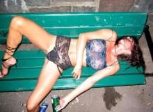 【画像あり】酒に飲まれた女の哀れな末路が世界共通でワロタwwww