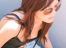 【画像あり】貧乳な女の子の胸チラ盗撮で乳首ポロリ率が異常な件wwwww