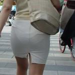 【透けパン】ちょっとお姉さん!パンツがモロに見えちゃってますよ!と言ってやりたくなるほど透けてるんだがwww