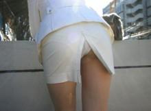 パンチラを10倍エロくするスカートのアレwww大人のエロさが堪らないスリットスカートのエロ画像