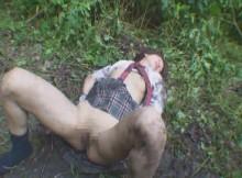 こんな真っ昼間からマジかよ…白昼堂々野外レイプの被害に遭った哀れな女の画像