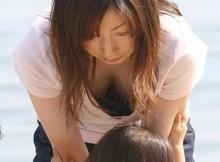 【胸チラ盗撮】素人さんのこういう自然な胸チラ画像が一番興奮しね?