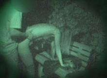 夜中の街灯も無い公園だから大丈夫!と青姦するカップル。だが残念、赤外線カメラを持つ男が・・・(画像15枚)