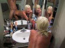 鏡の前でハメ撮り撮っちゃうのは万国共通www海外の鏡撮りSEXは豪快だなぁwwww