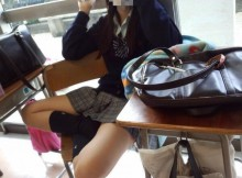 学校の中で撮られたJkは一味違うなwww同級生に晒された太ももがエロすぎるwww