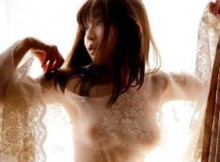 【画像あり】小野真弓(34)の乳輪透け事故…風呂上がりヌードでお椀型おっぱい凄すぎ…(※32枚)