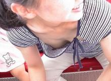 【電車内胸チラ】電車に乗ると1日数人は遭遇する胸元がオープンなお姉さんwwww