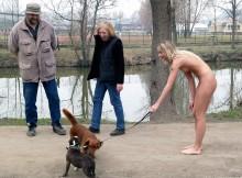 犬も人間も全裸な裸族の散歩wwwww