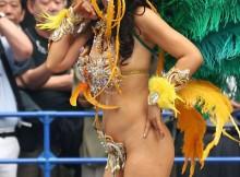 真っ昼間から裸同然で踊り狂う日本のサンバカーニバルがエロすぎるwww(15枚)
