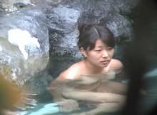 日本の技術力すげーwww望遠レンズで除いた山奥の露天風呂がまる見えだぜwww