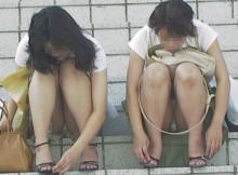 街中でこういう女の子多いけどさ、本当にパンチラしてることに気づいてないの?www