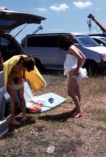野外で着替えざる得なかった女の子達から視線を外せない・・・(15枚)その2