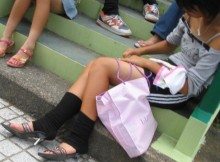 【街撮り中●生】夏休みの中●生はキケンがいっぱいwww街撮りした私服姿が妙にエロいwww