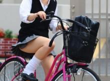 これは感動レベルのチラリズム!自転車通学中の女子●生がエロ過ぎてチンポビン勃ちwwww