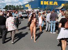 すげーwww海外のIKEAじゃ全裸の女が買いに来るのかよwwww