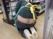 美人バイト店員の尻の割れ目が見えてるんですが…通いたくなる尻撮りエロ画像の接客テクwww(36枚)
