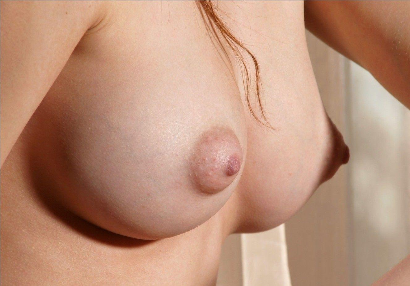 【乳首フェチエロ画像】ピンクの先っちょにチンポがビンビン!乳首にはね、男のロマンが詰まってるんですよwww その4