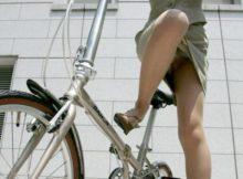 タイトスカートで自転車乗ってるOLさんの足元が際どすぎて目が離せねーwwww(15枚)