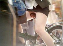 パンチラなんて気にせずミニスカで自転車乗っちゃう素人娘の太ももが神すぎるwww