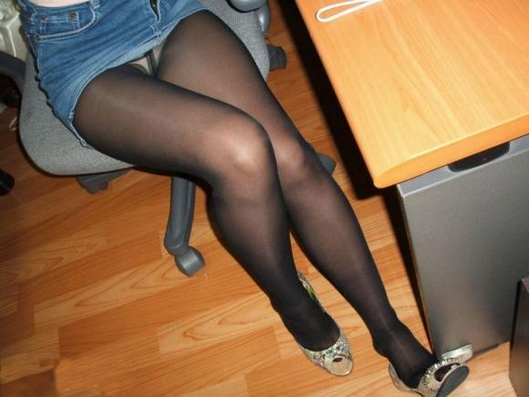 【黒パンストエロ画像】黒パンストから溢れるエロスがっぱねーwwwこんな綺麗な脚でチンポ踏まれてみたいよなwww その12