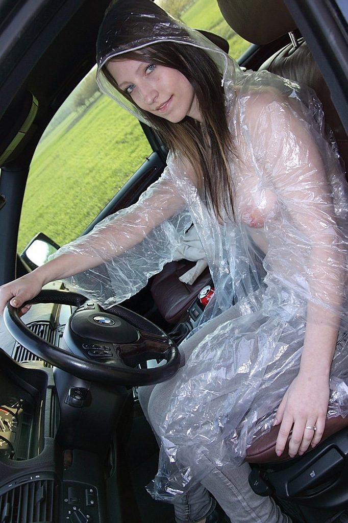 【雨の露出狂エロ画像】オマイラ、河童かよwww雨が降るとテンション上がる全裸の外国人www その13