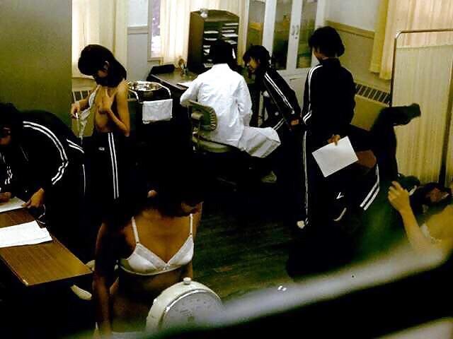 【女子校健康診断エロ画像】ただの覗きではない…背徳感でチンポが暴走する女子校健康診断www その4