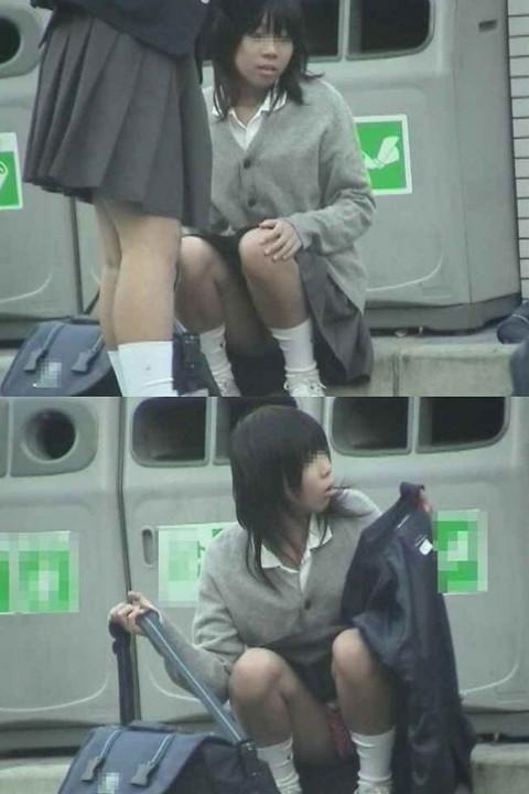 【JKパンチラエロ画像】近ごろの女子高生は本当お行儀悪いよなww下半身ゆるゆるでパンツまる見えだぜwww その12