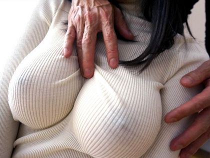 【ノーブラニットエロ画像】この乳首ポッチは反則www思わず理性が崩壊するノーブラニットのおねーさんwww(15枚)その3