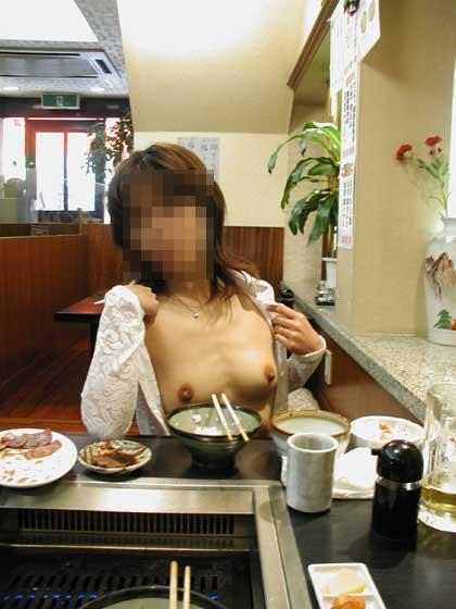 【店内露出エロ画像】食欲と性欲の混同…飲食店で裸になる変態が完全に営業妨害なんだがwww その11
