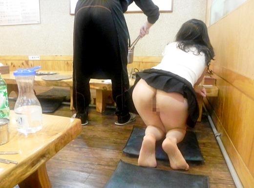 【店内露出エロ画像】食欲と性欲の混同…飲食店で裸になる変態が完全に営業妨害なんだがwww その14