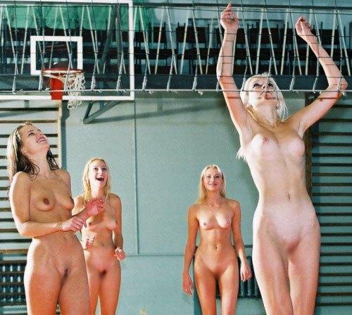 【全裸スポーツエロ画像】陽気な外国人の全裸スポーツがアホすぎて笑いながらチンポ勃つわwww その7
