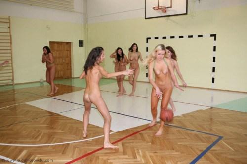 【全裸スポーツエロ画像】陽気な外国人の全裸スポーツがアホすぎて笑いながらチンポ勃つわwww その8