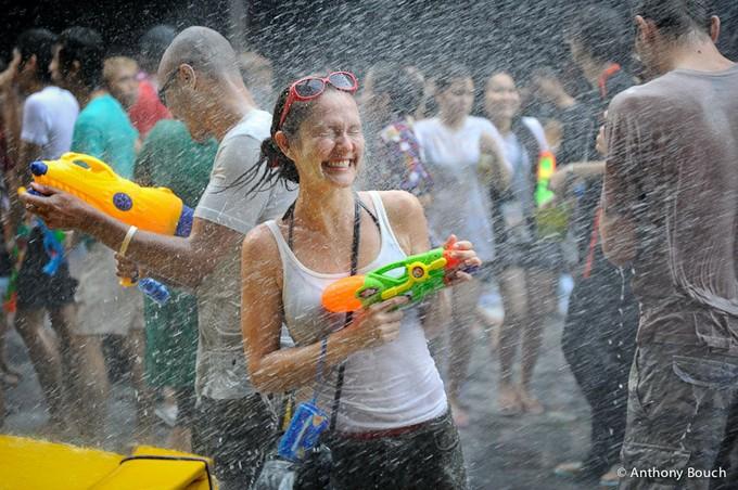 【お祭りエロ画像】日本完全敗北wwwタイの水掛け祭りが尋常じゃなくエロいwww その3