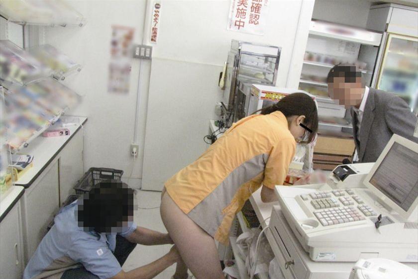 【店内SEXエロ画像】フリーターを辞められない理由がコレwwwバイト中に店内でエッチしちゃうリア充www その4