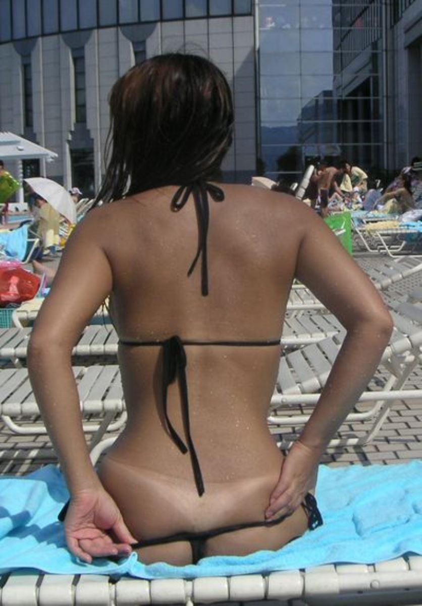 【おふざけエロ画像】ノリで乳首や生尻さえ見せちゃう水着ギャルのおふざけエロ画像…夏が恋しすぎるだろwww その12