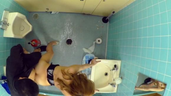 【トイレSEXエロ画像】不倫?出会い系?色々と闇を抱えていそうな商業施設内トイレでのセックスwww その12