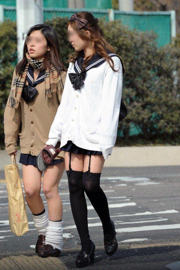 【カーディガンJKエロ画像】カーディガンにミニスカ!大胆に生脚を露出する秋の女子高生がめっちゃシコれるンゴwww その2