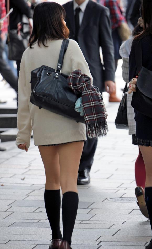 【カーディガンJKエロ画像】カーディガンにミニスカ!大胆に生脚を露出する秋の女子高生がめっちゃシコれるンゴwww その3