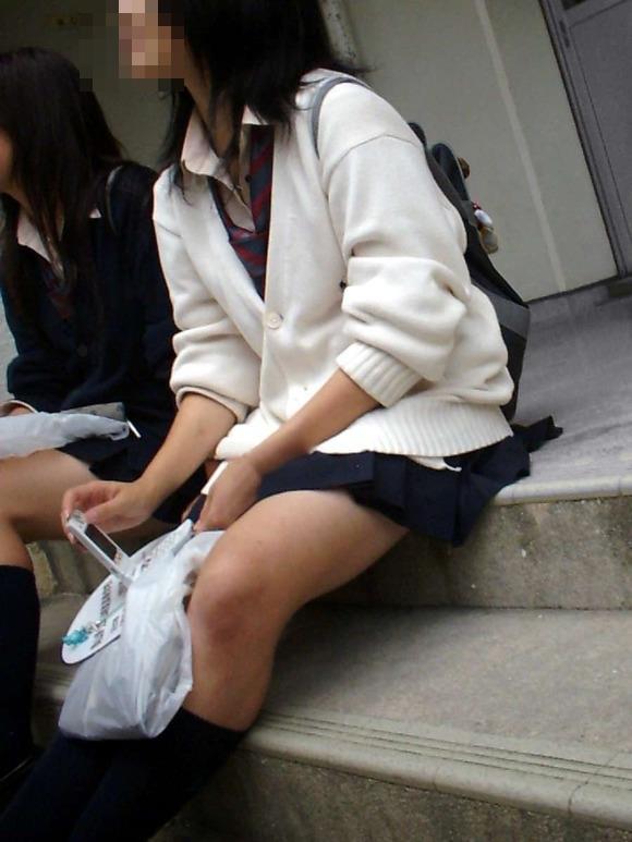 【カーディガンJKエロ画像】カーディガンにミニスカ!大胆に生脚を露出する秋の女子高生がめっちゃシコれるンゴwww その15