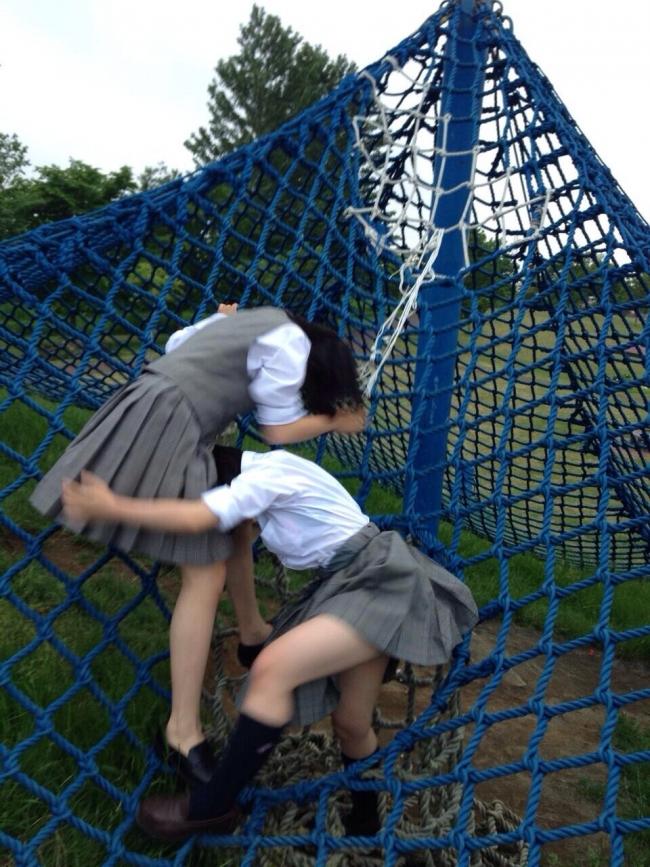 【美脚JKエロ画像】ぐぅ~舐めてぇぇぇぇ!!思わず理性が崩壊する女子高生の美脚がやばいwwww その4