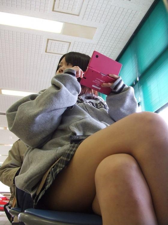 【美脚JKエロ画像】ぐぅ~舐めてぇぇぇぇ!!思わず理性が崩壊する女子高生の美脚がやばいwwww その7