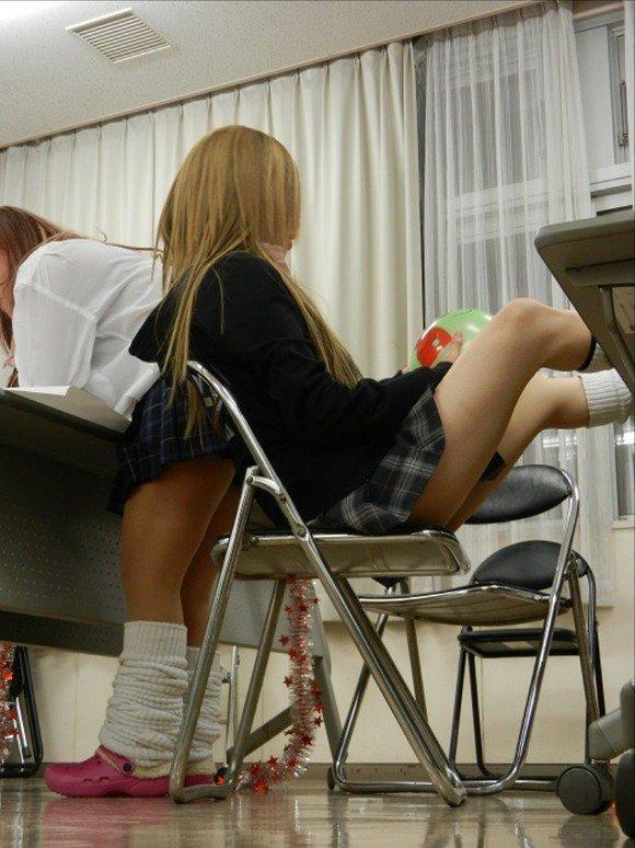 【美脚JKエロ画像】ぐぅ~舐めてぇぇぇぇ!!思わず理性が崩壊する女子高生の美脚がやばいwwww その13