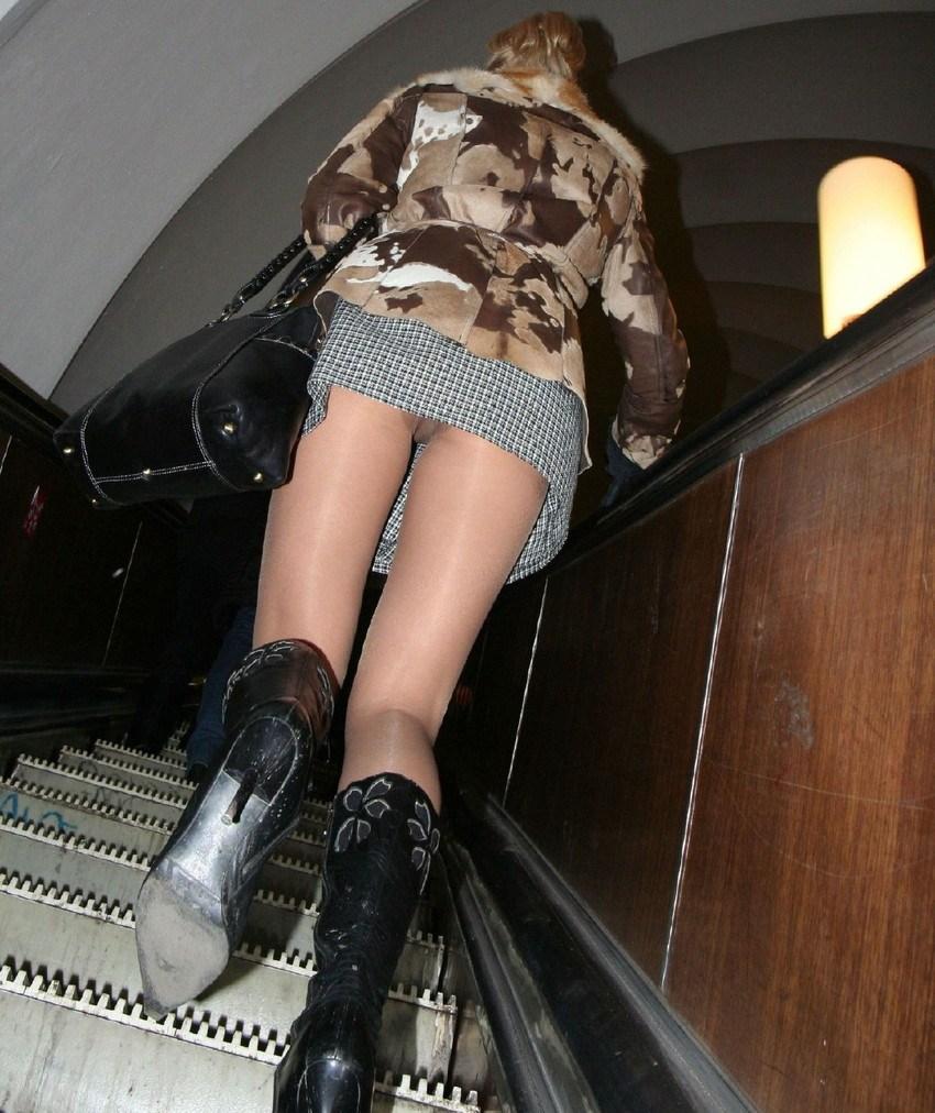 パンチラと言えばこのアングル!警戒心というものを知らないビッチ共の階段パンチラwww その8