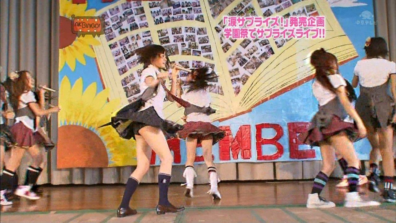 【TVパンチラエロ画像】テレビに映ったアイドルたちのパンチラ…演出なのか事故なのか芸能人も大変だなwww その11